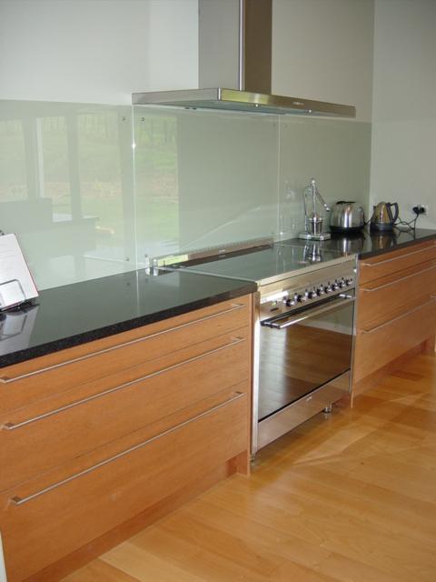 6 Glass splashback, large pot drawers