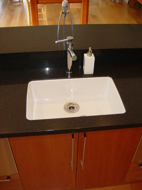 Undermounted porcelain sink