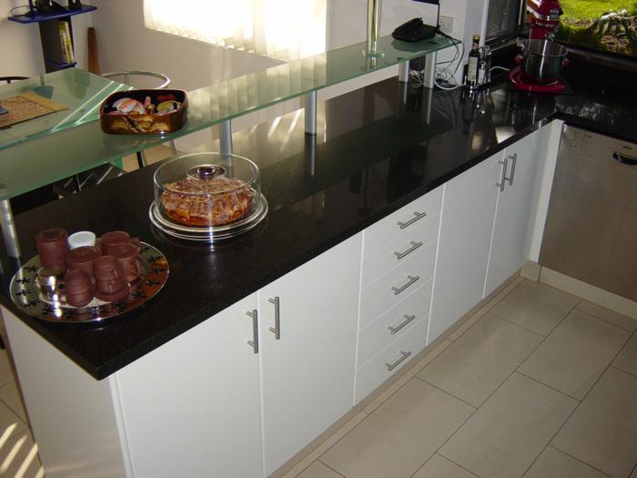black granit glass shelf_700x525