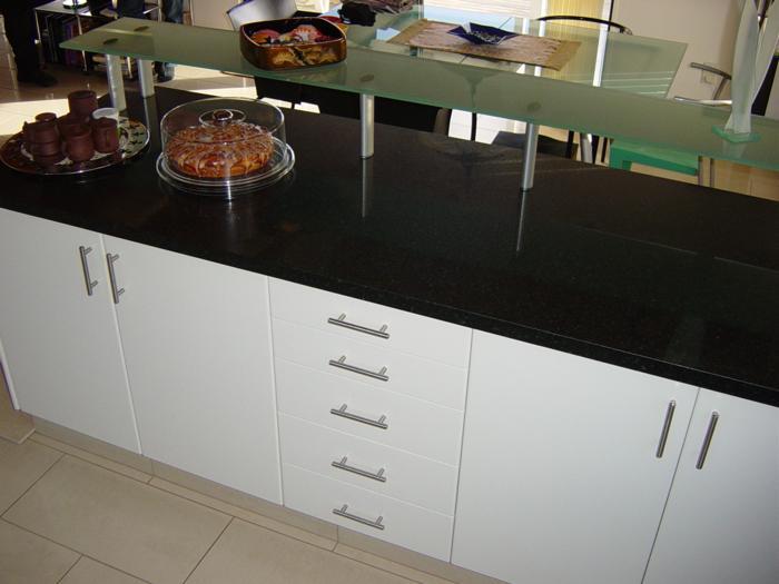 glass shelf black granit_700x525
